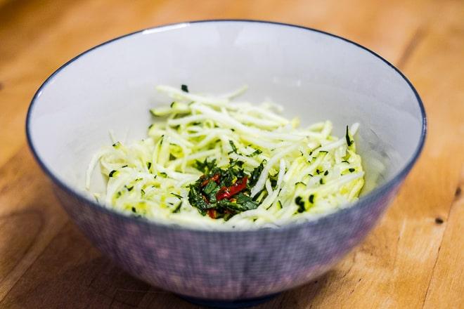 Salade de courgettes à la menthe et aux piments
