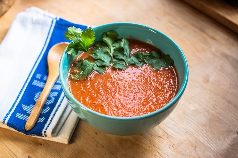 Soupe à la tomate aux épices indiennes